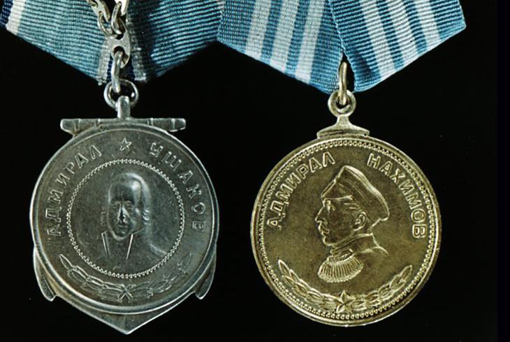 10. Медали Ушакова и Нахимова